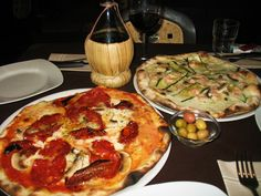 Pizza Rustica in Bari, Italy Pizza Rustica, Brunch Items, Dinner Entrees, Quail, Bari, Italian Style, Places To Eat, Italy Travel, Vegetable Pizza