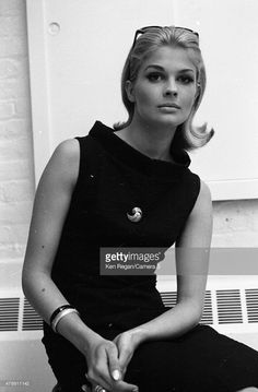Actress Candice Bergen is photographed at Mark Shaw Studio in July 1964 in New York City. Get premium, high resolution news photos at Getty Images Candice Bergen, Julie Christie, Carolina Herrera, Classic Hollywood, Old Hollywood, Elsa Peretti, Divas, Karl Lagerfeld, Ann Margret