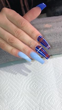 In search for some nail designs and ideas for the nails? Here's our list of 21 must-try coffin acrylic nails for fashionable women. Acrylic Nails Natural, Summer Acrylic Nails, Best Acrylic Nails, Spring Nails, Nail Swag, Aycrlic Nails, Coffin Nails, Plaid Nails, Striped Nails