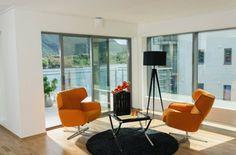 Nordkapp stol orange chair black carpet white walls norwegian design stordal www.helsetmobler.no