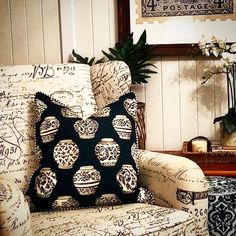 GINGER JAR PILLOW thanks for sharing @jittajack  #MIXMATCH #stuartmemberyhome #decorativepillows for a personal range of expression - click the link to view the collection #shoponline #PAYPAL #shipworldwide ✈️ #3dayexpresspost @stuartmemberyhome