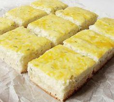 különleges, ínyenc sütemény Hozzávalók 25 dkg liszt, 3 dkg cukor, 1 tojás, 5 dkg zsír vagy kb, 2 dl tej, só, 2 dkg élesztő Töltelék 40 dkg túró, 3 kanál cukor, 2 tojássárga, 1 kanál dara, 1 kanál apróra vágott zöld kapor Elkészít...