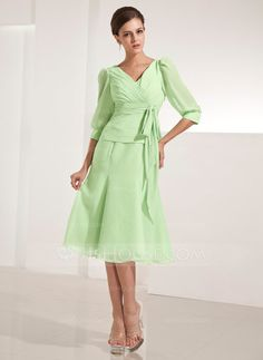 A-Line/Princess V-neck Knee-Length Chiffon Mother of the Bride Dress With Ruffle Bow(s) (008014222) - JJsHouse