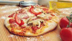 Pizzette senza lievitazione: la ricetta salvacena pronta in 8 minuti Pizza Legal, Pizza Recipe Video, Fancy Pizza, White Pizza Recipes, Frozen Bread Dough, Pita Pizzas, Gross Food, Pumpkin Seed Recipes, Antipasto