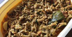 Resep Usus ayam bumbu kuning favorit. Ada usus di kulkas bingung mau di buat apa...akhir ny suami minta di buatin bumbu kuning ajh...yuuuk capcus masak2 ny.... Yummy Recipes, Cooking Recipes, Yummy Food, Beef Rice Bowl Recipe, Beef And Rice, Rice Bowls, Side Dishes, Lunch Box, Menu