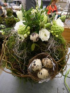 Pin by Sylvia Blom on Pasen Easter Flower Arrangements, Easter Flowers, Spring Flowers, Floral Arrangements, Easter Wreaths, Christmas Wreaths, Deco Floral, Valentine Wreath, Easter Crafts