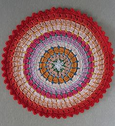 Colorful Ringed Rug : FREE pattern, this is stunning, thanks so kind blogger xox Tis stunning! oooh
