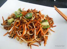 wok di verdure con germogli di soia e baby kiwi