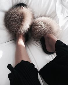 fur slippers for girls Sac Moschino, Cute Shoes, Me Too Shoes, Shoe Boots, Shoes Sandals, Flats, Strappy Sandals, Fur Slides, Shoe Game