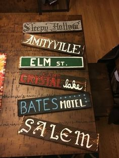 101 how to make scary halloween decorations on a budget pallets 59 Halloween Tags, Looks Halloween, Scary Halloween Decorations, Halloween Design, Halloween Party Decor, Halloween Tattoo, Halloween House, Holidays Halloween, Diy Halloween Signs