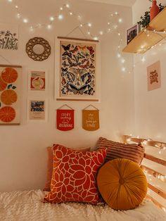 Dorm Room Designs, Room Design Bedroom, Room Ideas Bedroom, Bedroom Decor, Bedroom Inspo, Cute Room Decor, Aesthetic Room Decor, Cozy Room, Room Inspiration