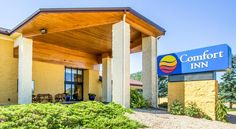 Comfort Inn Near Grand Canyon Williams Located in the picturesque town of Williams and nestled along Arizona's historic Route 66, the Comfort Inn Near Grand Canyon hotel is within walking distance to the Grand Canyon Railway train depot.