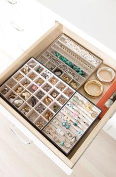 Jewerly organizer closet organizers organization ideas Ideas for 2019 Jewelry Drawer, Jewellery Storage, Jewelry Box, Jewelry Displays, Jewelry Holder, Jewelry Cabinet, Earring Holders, Gold Jewellery, Earring Storage