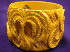 End of Day Bakelite Bangle in Reds Plastic Jewelry, Resin Jewelry, Jewelry Art, Fine Jewelry, Mr Wonderful, Vintage Accessories, Vintage Jewelry, Antique Jewelry, Bangle Bracelets