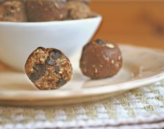 Hi Protein, No-Cook Snack Balls #vegan #recipe | rickiheller.com