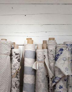 Para quem não entende quase nada de costura, tipo eu, enveredar por esse universo de tecidos é praticamente uma aventura! Sempre tive certo receio em contratar uma costureira, seja...