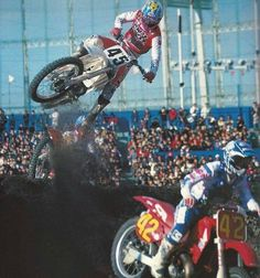 Damon Bradshaw he is cool im loving the dirt tracks Yamaha Motocross, Motocross Racer, Motorcycle Racers, European Motorcycles, Vintage Motorcycles, Dirt Bike Racing, Dirt Biking, Moto Wallpapers, Beast From The East