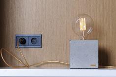 Betonowa lampa w stylu retro.