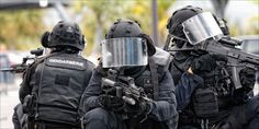 What& your country& anti-terror force unit ? Police Nationale, Tac Gear, Submachine Gun, Fighter Aircraft, Navy Seals, Swat, Special Forces, Tactical Gear, Warfare