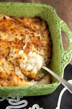 Cottage Potatoes Ingredients 3 large Idaho potatoes cup stick) butter 1 cup cottage cheese onion, diced Salt and pepper Paprika Crock Pot Baked Potatoes, Baked Mashed Potatoes, Potato Dishes, Vegetable Side Dishes, Vegetable Recipes, Fruit Recipes, Potato Recipes, Cooking Recipes