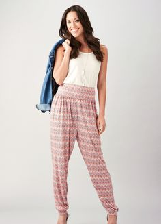 Stylish and versatile, harem pants can easily be dressed up or down and this fla. Pants Pattern Free, Harem Pants Pattern, Jumpsuit Pattern, Sewing Patterns Free, Free Sewing, Clothing Patterns, Shirt Patterns, Diy Clothing, Sewing Tips