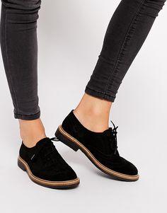 Chaussures plates en cuir, style Richelieu. ✔