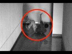 FANTASMA REAL ATACA UN HOMBRE (Captado por las cámaras de seguridad) Gho...