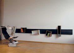 Moorman Magnetique Shelving System  Prijzen: http://www.moormann.de/en/furniture/shelves/magnetique/prices/