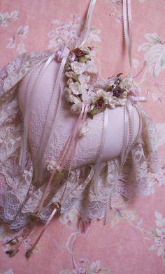Sweet idea for heart pillow, pincushion or potpourri. :)