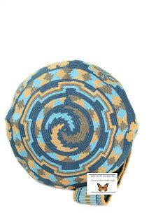 wayuu mochila is the new plastic bag. Lauren Santo Domingo,Missoni and others designers are a big fan, wayuu taya is another big supporter Mochila Crochet, Crochet Bags, Fillet Crochet, Boho Bags, Tapestry Crochet, Weaving Art, Crochet Fashion, Beautiful Bags, Purses And Bags