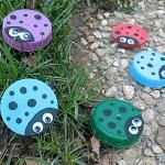 Plastic Lid Ladybugs! This is a really cute idea & the possibilities are really endless to what you can do with lids. Thinking of magnets & more!