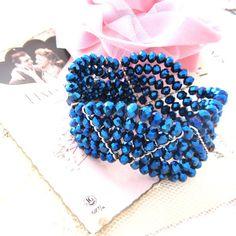 Bracelet  manchette Rêves bleus, orné de 5 rangées de cristal de bohême bleu nuit, il donnera une note très chic et très glamour à toutes vos tenues-32 euros