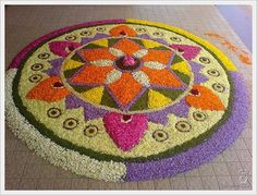 onam pookalam Indian Rangoli Designs, Rangoli Designs Flower, Rangoli Designs With Dots, Rangoli Designs Images, Flower Rangoli, Beautiful Rangoli Designs, Flower Designs, Mehndi Designs, Beautiful Mehndi