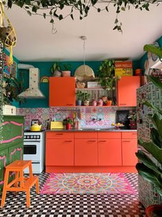 8 Tiny House Kitchen Ideas To Help You Make the Most of Your Small Space 8 Teeny-Tiny Kitchens That Make Small-Space Living Look Good Maximalist Interior, Eclectic Kitchen, Bohemian Kitchen, Retro Kitchen Decor, Scandinavian Kitchen, Design Kitchen, Kitchen Ideas Color, Bright Kitchen Colors, Funky Kitchen