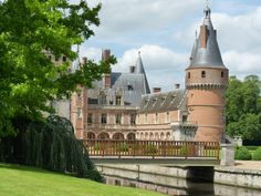 Louis Xii, Construction, Chateaus, Scotland, Beautiful Places, England, Europe, Mansions, House Styles