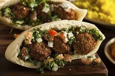 This healthy take on a falafel pita sandwich will impress your friends and family. The baked falafel is both crispy and soft, giving this sandwich the texture and taste needed to leave an impression. Falafel Pita, Baked Falafel, Falafels, Comida Israeli, Israeli Food, Israeli Recipes, Going Vegetarian, Street Food, Healthy Recipes