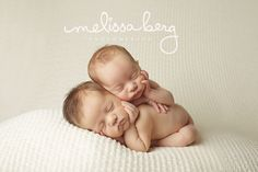 newborn twin photography (this is prob the cutest pic I've ever seen!)
