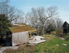 Guilford Cottage, Connecticut | Gray Organschi Architecture | A modern cottage on a 3.5-acre gently sloping lawn speckled with granite outcropping and large oak trees overlooking Long Island Sound.