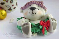Christmas polar bear cub - Cake by Kate Plumcake Christmas Themed Cake, Christmas Cupcake Toppers, Christmas Topper, Christmas Cake Decorations, Fondant Cupcake Toppers, Christmas Cupcakes, Noel Christmas, Christmas Desserts, Christmas Baking