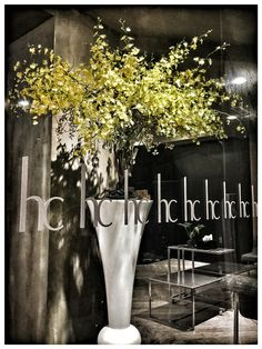 八點下班,今天晚餐選擇多了! 謝謝Raymond 設計美麗的花 Finished work at eight o'clock ,   and more options for dinner tonight !  Thanksssss Raymond for your beautiful flowers