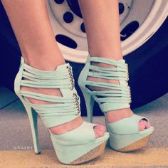 minty heels. LOVEEEEEEEEEEE. These are so sexy, I would want my man to lick my heel. *sigh*