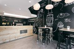 Construido por Arhitektura Budjevac en Niš, Serbia con fecha 2014. Imagenes por Andreja Budjevac. Arhitektura Budjevac, un estudio de diseño de arquitectura con sede en Serbia, tenía la tarea de crear una cafetería ...