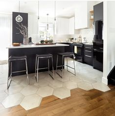 Kitchen Tiles, Kitchen Flooring, Kitchen Dining, Kitchen Decor, Transition Flooring, Transitional Kitchen, Küchen Design, Modern Kitchen Design, Kitchen Interior