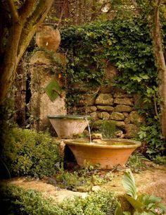 fontaine pour bassin, deux petites vasques ramassant l'eau de la fontaine