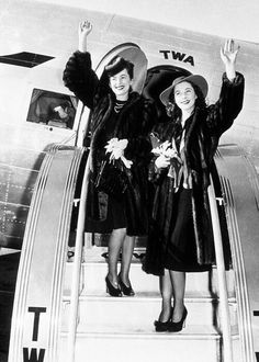 Olivia de Havilland and Vivien Leigh