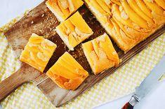 Deze heerlijke sinaasappel-mangocake is heel makkelijk om te maken en heeft een heerlijke laagje karamel aan de bovenkant doordat je 'm ondersteboven bakt.