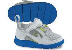 Nike Kid's: Free Run 3 (TDV) Kinderschuh / Farbe: Pure Platinum/Refl. Nike Kids Shoes, Sneakers Nike, Kids Shoe Stores, Baskets Nike, Childrens Shoes, Court Shoes, Nike Huarache, Partner, Nike Women