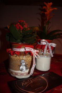 Suklaa-pähkinäkakku joululahjaksi. Kuiva-aineet purkissa.Ohje korttiin ja Hyvää Joulua <3