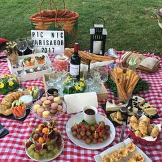 Picnic Ideas Discover untitled Its Picnic Season! Romantic Picnic Food, Picnic Date Food, Picnic Time, Summer Picnic, Picnic Ideas, Beach Picnic Foods, Picnic Parties, Picnic Recipes, Fall Picnic