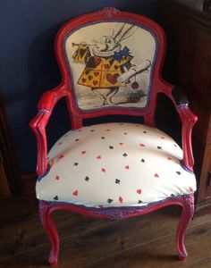 Alice in Wonderland inspired Louis chair di VintageAuroraRose su Etsy https://www.etsy.com/it/listing/231580596/alice-in-wonderland-inspired-louis-chair